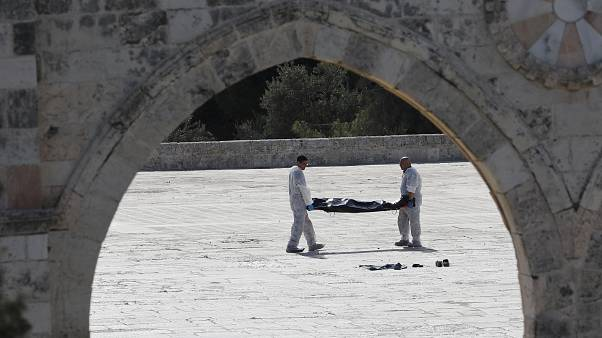 Gerusalemme: nuove immagini dell'attacco armato contro due agenti israeliani
