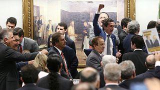 Câmara de deputados adia leitura de parecer sobre denúncia contra Michel Temer