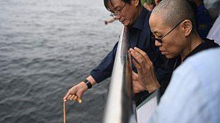 Cina: xiaobo cremato, la vedova ai funerali