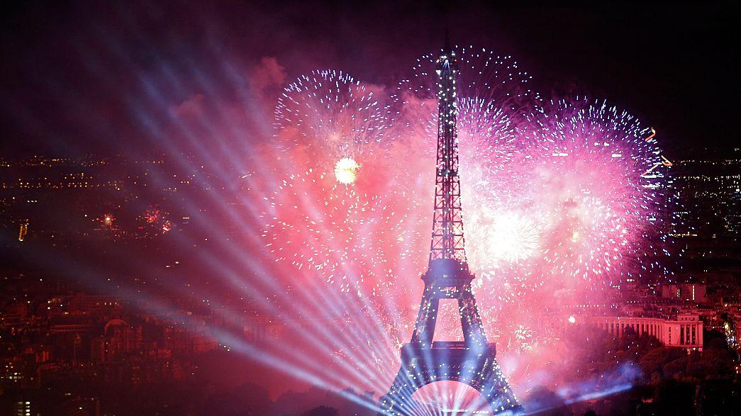 Párizs: tűzijáték a nemzeti ünnepen
