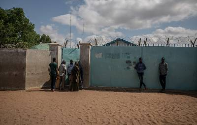 Refugees crowd around a UNHCR field office in the Dadaab refugee camp.