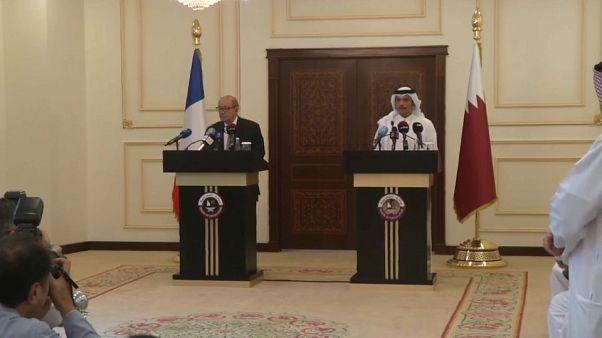 Au Qatar, le chef de la diplomatie française joue les médiateurs