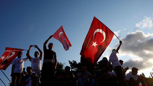 Erdogan se da un baño de multitudes en el primer aniversario de la intentona golpista