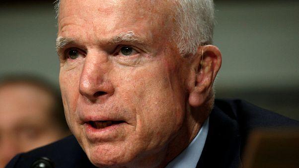 صقر الكونغرس ماكين خضع لإزالة تجلط دموي في عينه اليسرى
