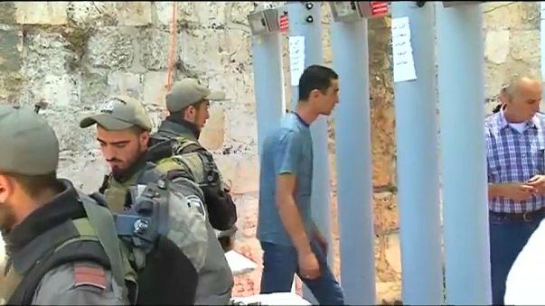 Muçulmanos bloqueiam reabertura da esplanada das mesquitas