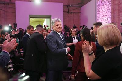 Supporters greet Ukrainian President Petro Poroshenko on Sunday.