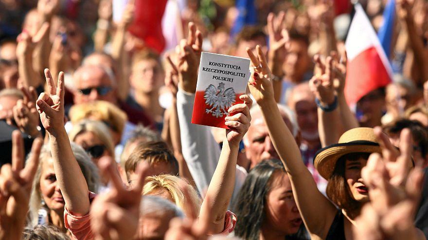 Polonia: opposizione in piazza contro la riforma della giustizia