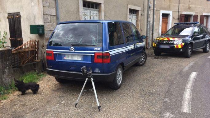 Franzose stellt selbstgebaute Radarkontrolle in seinem Dorf auf