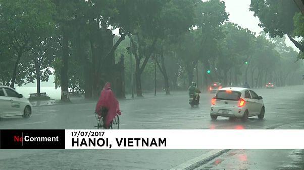 Calles inundadas en Hanói, Vietnam