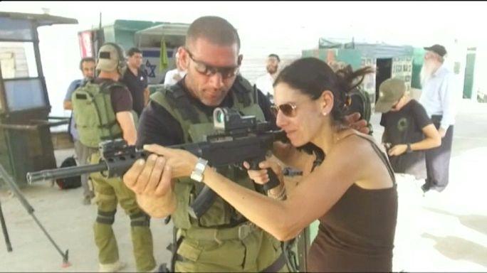 """شاهد: معسكر ترفيهي للسياح بإحدى مستوطنات الضفة الغربية لمحاكاة """" العمليات الإرهابية"""""""