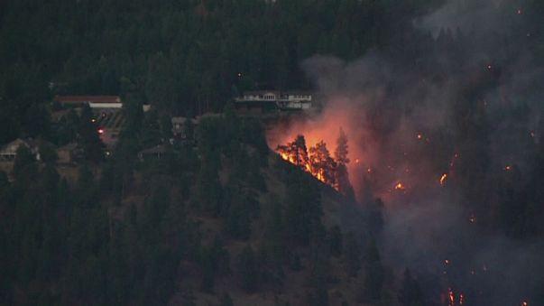 Лесные пожары поглощают Канаду