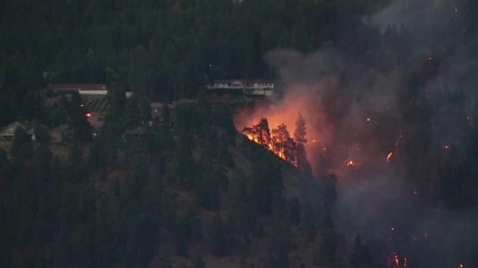 El fuego devora bosques enteros en el oeste de Canadá