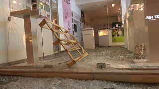 """Une rue d'Athènes vandalisée par la """"Conspiration des cellules de feu"""""""