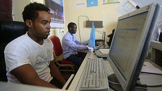 بعد انقطاع دام ثلاثة أسابيع.. الانترنت يعود إلى الصومال