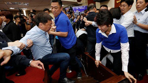 Tayvan Parlamentosu'nda kavga