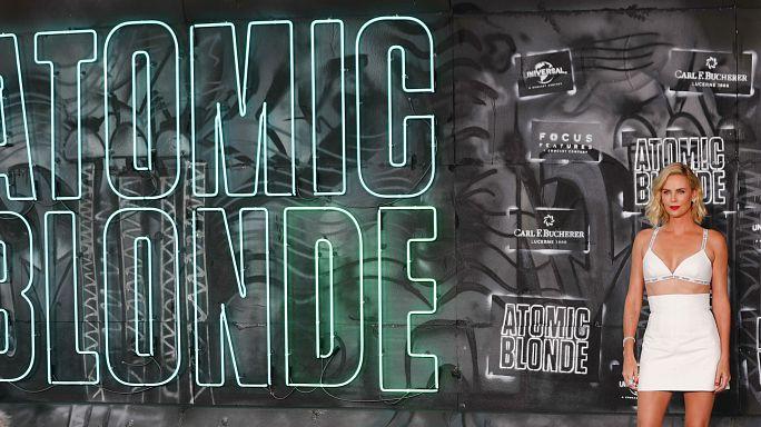 """Charlize Theron na pele de uma agente secreta em """"Atomic Blond"""""""