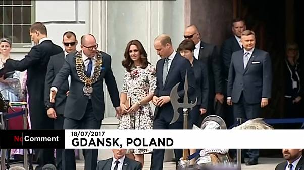 "Kate et William ""émus"" en Pologne"