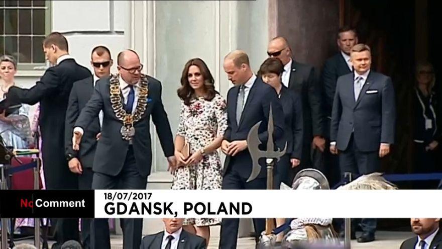 """Kate et William """"émus"""" en Pologne"""