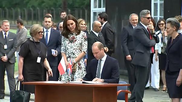 Polonia: William e Kate visitano l'ex lager di Stutthof