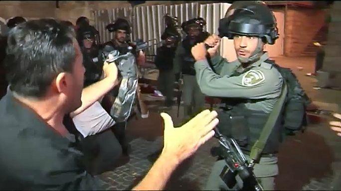 المسجد الاقصى: إصابة 14 فلسطينياً واسرائيل تنفي استخدام الرصاص المطاطي