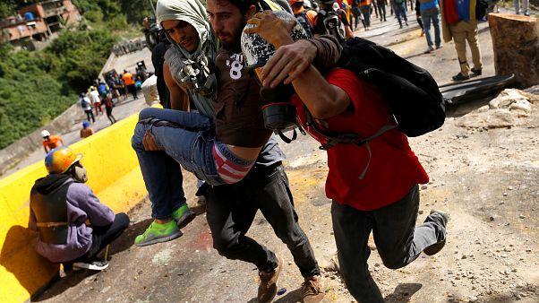 Violentas protestas contra Maduro tras la consulta popular
