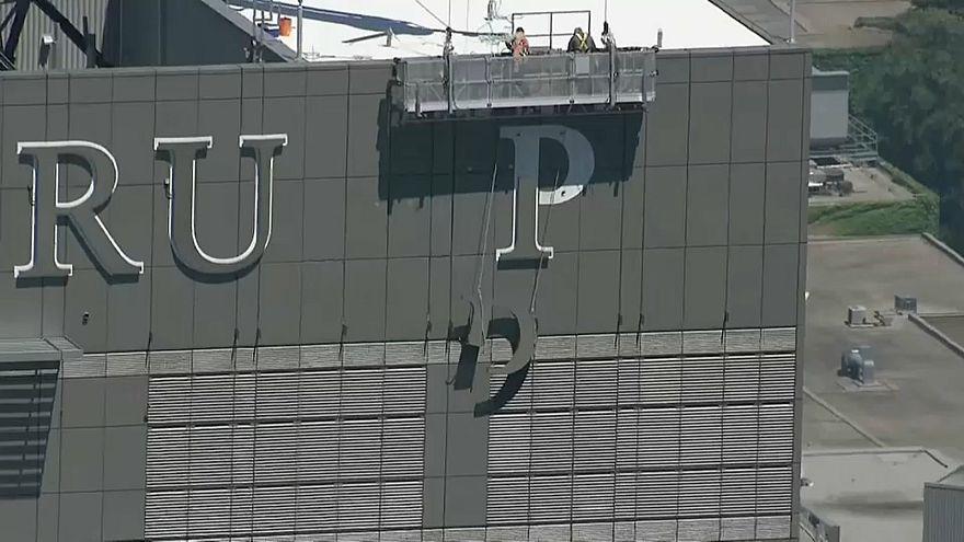 Levették a Trump-feliratot egy torontói épületről