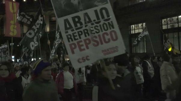 Multitudinaria manifestación en Argentina contra PepsiCo