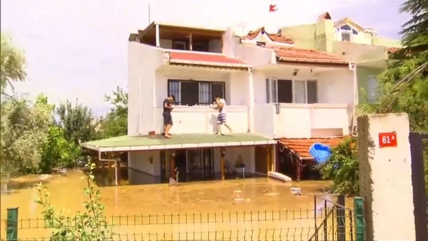Сильнейшее наводнение парализовало Стамбул