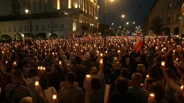 AB Komisyonu Polonya'yı sert bir dille uyardı