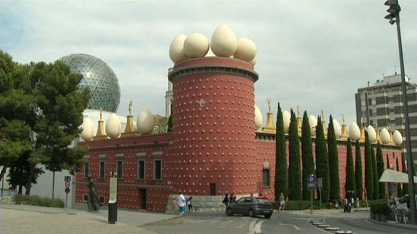 La dépouille de Salvador Dalí exhumée à Figueras