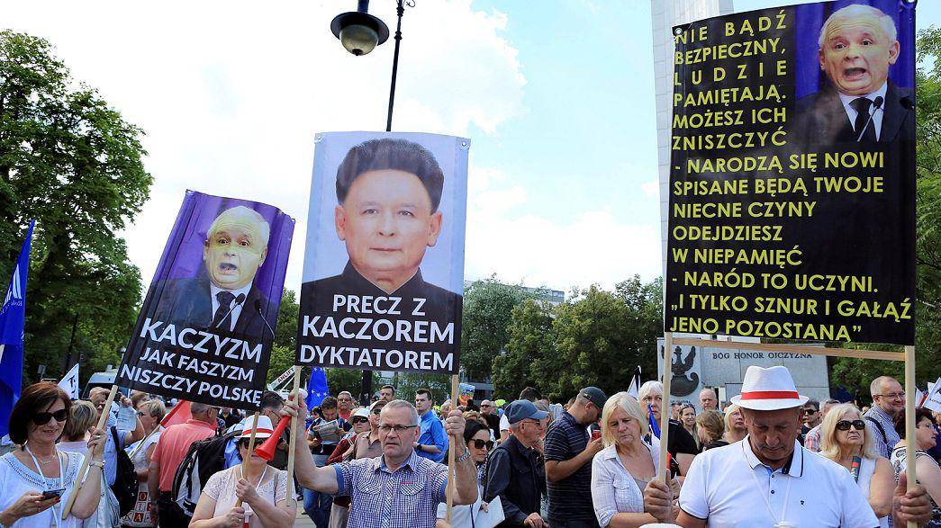 Брюссель призвал Варшаву прекратить наступление на независимость судебной системы