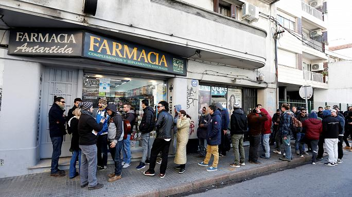 الأوروغواي أول بلد في العالم يسمح ببيع الماريجوانا في الصيدليات