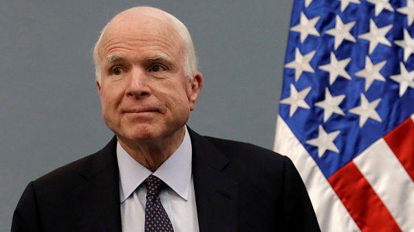 ماكين مصاب بسرطان في الدماغ وترامب وأوباما يشيدان بالسيناتور الجمهوري