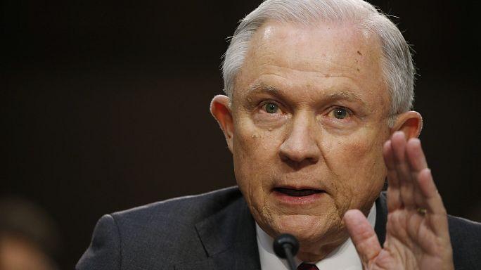 ترامب يأسف على تعيين وزير العدل بسبب موقفه من التحقيقات حول التدخل الروسي