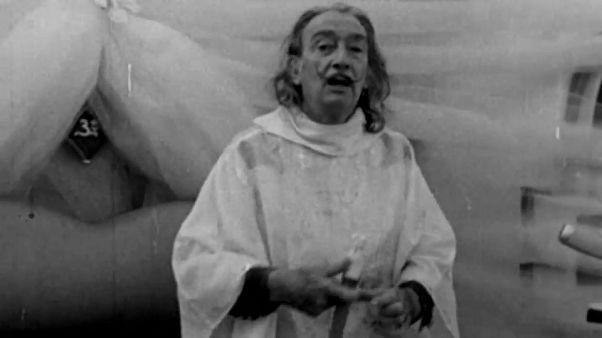 Corpo de Salvador Dalí exumado