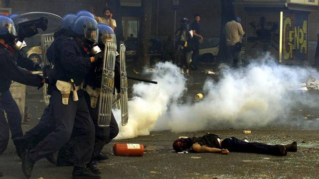 """""""Il y a eu torture"""" au G8 à Gênes : aveux du chef de la police"""