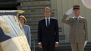 Macron busca la reconciliación con el Ejército