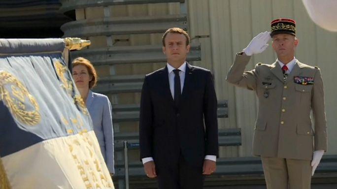 Macron bizalmi útja egy légibázisra
