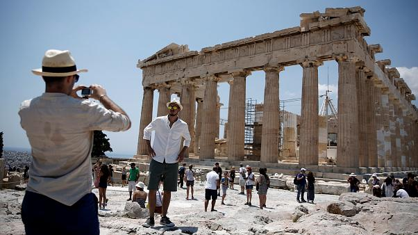 Greek tourism hit by strike