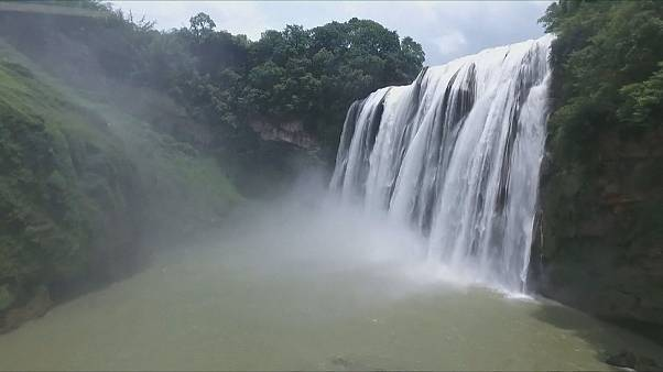 La fraîcheur de la cascade de Huangguoshu en Chine