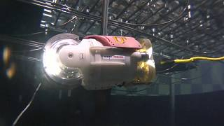 Roboter schwimmt durch Fukushima
