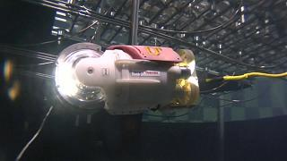 Roboter schwimmt durch Fukushima