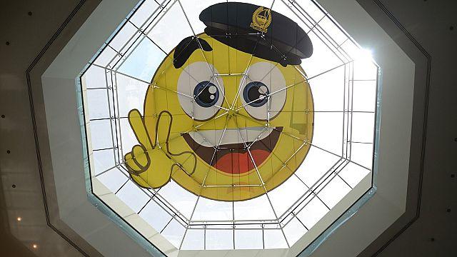 شرطة دبي تطلق ابتسامة ضخمة