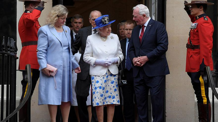 What protocol is advised when meeting the Queen?