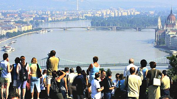 Megtelt turistákkal Budapest