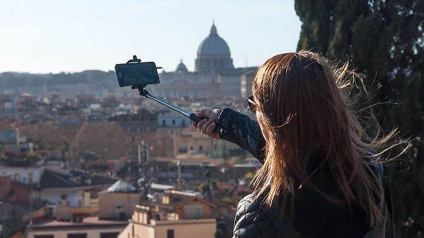 Vom Trend zum Tabu: Verbot für Selfie-Sticks in Mailand