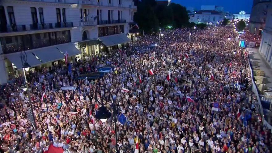 Polonia: 50.000 personas en las calles por la democracia