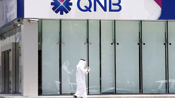 الحصار على الدوحة يجبرها على إخفاء وضعها المالي الصعب