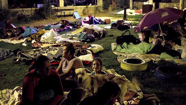 Deprem halkı sokağa döktü
