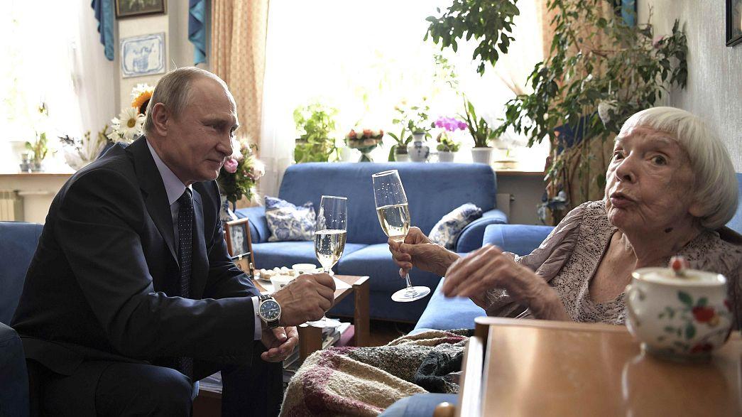 بوتين يحتفل بالعيد ال 90 لميلاد أشد معارضيه
